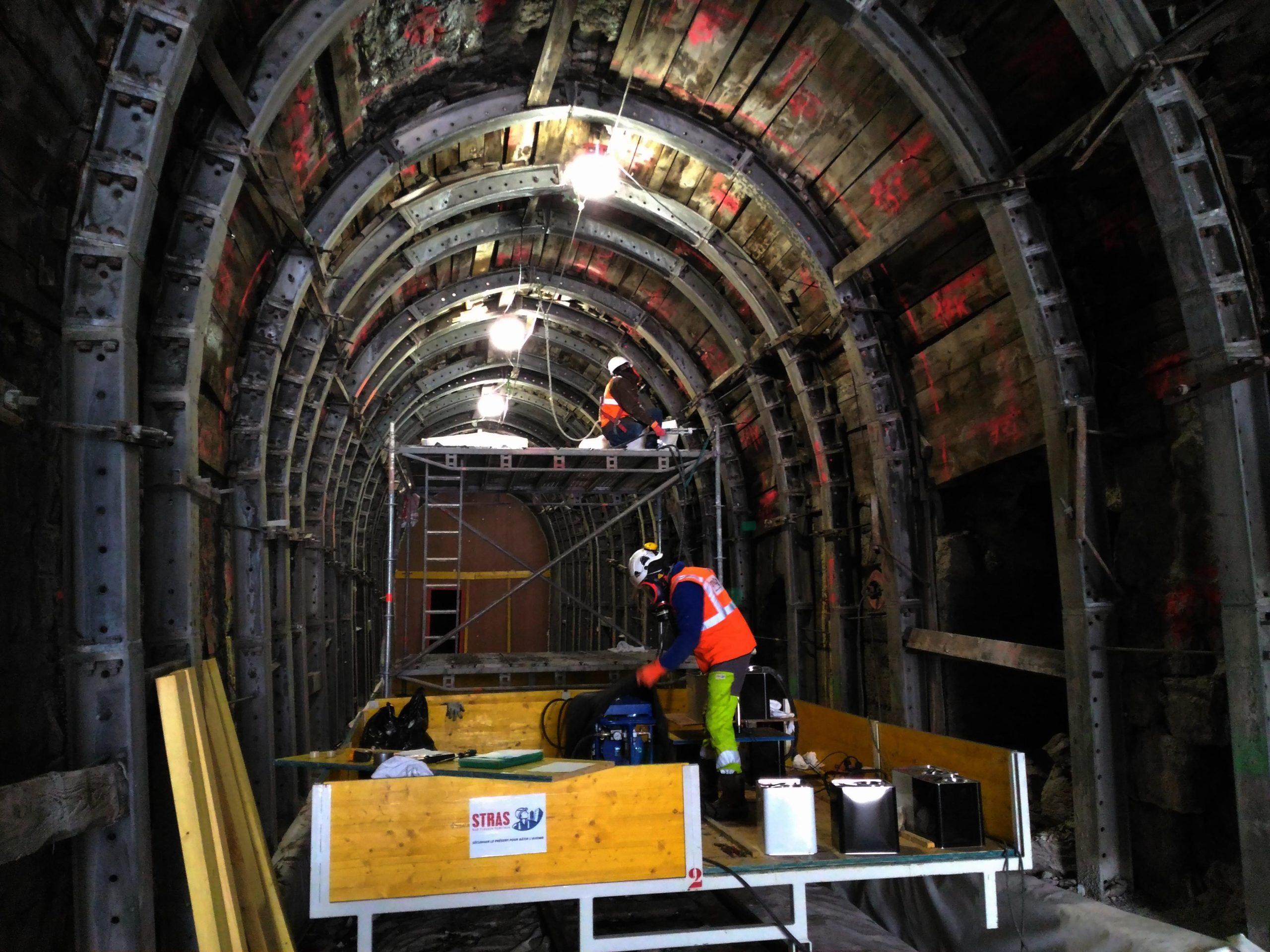 Injection de résine de comblement type urée silicate dans un tunnel ferroviaire