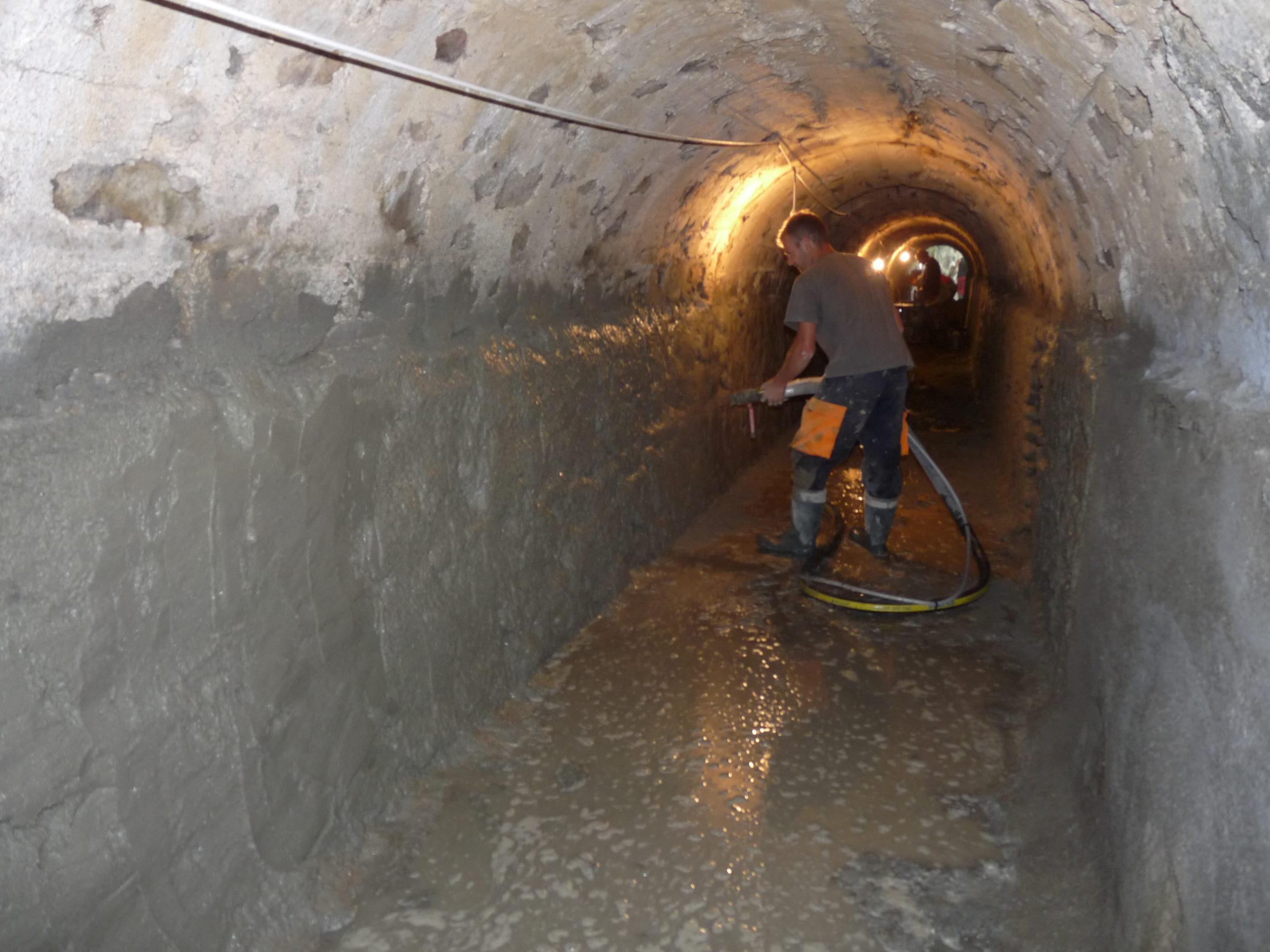 Réparation de mortier projeté d'un canal d'amené d'eau